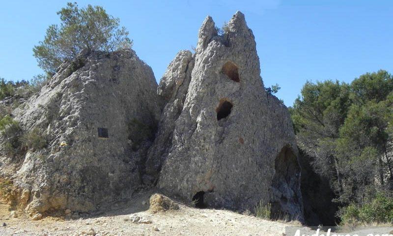 Formación rocosa junto a la segunda zona de escaladores. Aquí iniciaremos el descenso hacia Peña Rubia