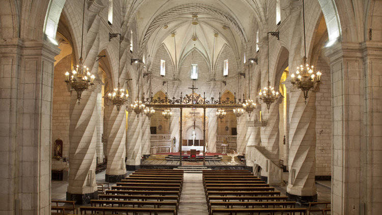 Interior de la Iglesia de Santiago. Foto: turismovillena.com